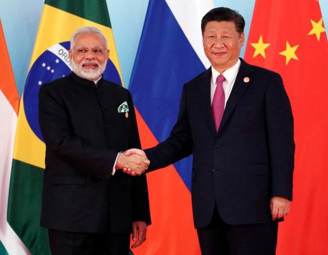 Chủ tịch Trung Quốc Tập Cận Bình và Thủ tướng Ấn Độ Narendra Modi (trái) tại Hội nghị Thượng đỉnh BRICS 2017 ở Hạ Môn, Trung Quốc. Ảnh: AP.
