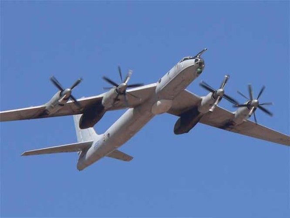Máy bay tuần tra săn ngầm Tu-142 Nga.
