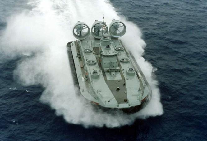 Trung Quốc đã mua được công nghệ chế tạo tàu đổ bộ đệm khí lớn nhất thế giới Zubr của Ukraine.