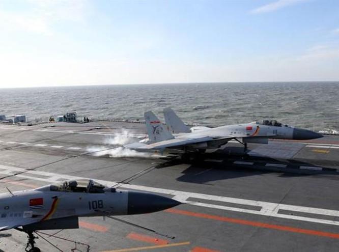 Máy bay chiến đấu J-15 trên tàu sân bay Liêu Ninh, Trung Quốc. Ảnh: Chinatimes.