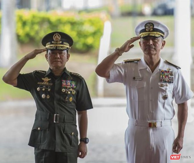 Hồi tuần trước, Tổng tham mưu trưởng Các lực lượng vũ trang Philippines Eduardo Ano đến Hawaii gặp gỡ Đô đốc Harry Harris, Tư lệnh Bộ Tư lệnh Thái Bình Dương, quân đội Mỹ. Ảnh: US Pacific Command.