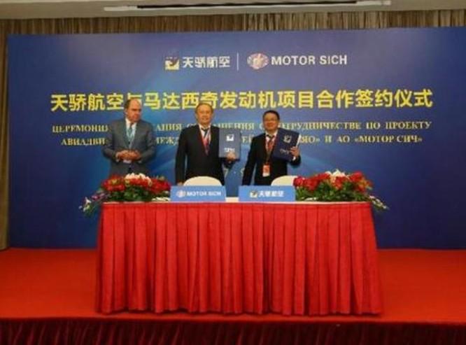 Lễ ký kết hợp đồng giữa Công ty MotorSich Ukraine và công ty Thiên Kiêu Trung Quốc. Ảnh: Sina.