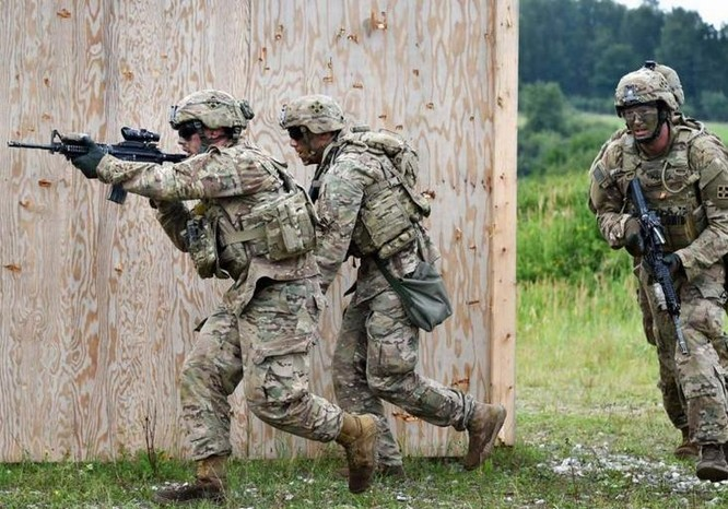 Bộ binh Mỹ trong tiến hành huấn luyện chiến thuật. Ảnh: Cankao.