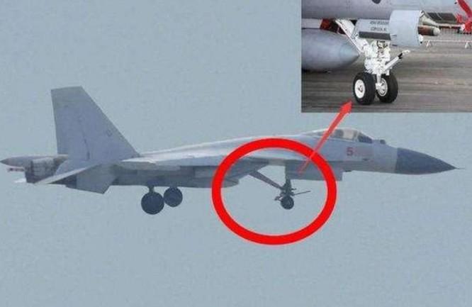 Bánh đáp trước của máy bay chiến đấu J-15T đã được gia cố. Ảnh: Sina.