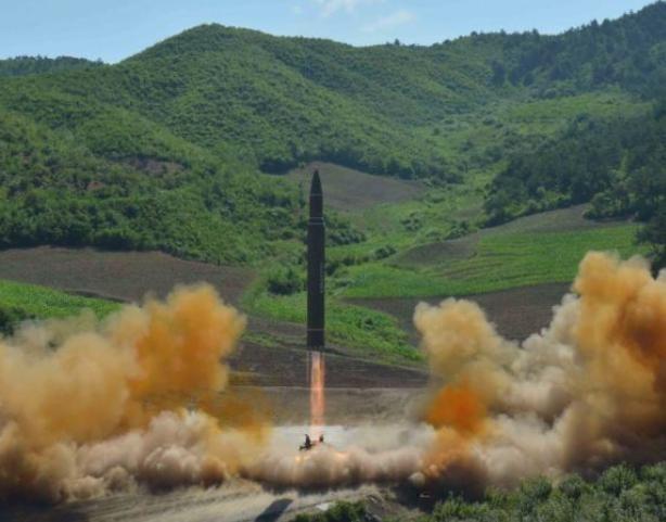 Ngày 4/7/2017, Triều Tiên phóng tên lửa đạn đạo xuyên lục địa Hwasong-14. Ảnh: KCNA.