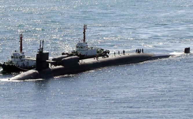 Ngày 13/10/2017, tàu ngầm hạt nhân USS Michigan, Hải quân Mỹ đến cảng Busan Hàn Quốc. Ảnh: Arab News.