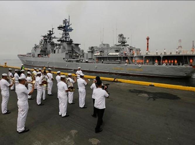 Tàu chiến Nga cập cảng Manila. Ảnh: SunStar.