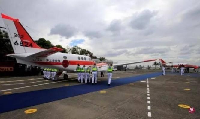 Ngày 27/3/2017, Nhật Bản bàn giao 2 máy bay huấn luyện TC-90 cho Philippines. Ảnh: Zaobao.