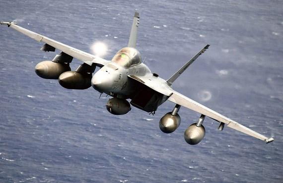 Máy bay chiến đấu F/A-18 Super Hornet Mỹ.