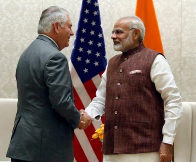 Ngoại trưởng Mỹ Rex Tillerson và Thủ tướng Ấn Độ Narendra Modi. Ảnh: Times of India.