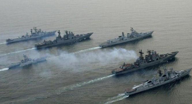 Biên đội tàu chiến hải quân Ấn Độ. Ảnh: Sina.
