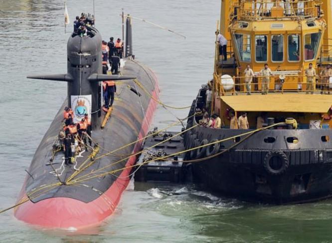 Tàu ngầm thông thường INS Kalvari lớp Scorpene của hải quân Ấn Độ. Ảnh: Brahmand News.