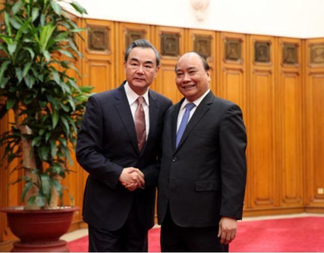 Thủ tướng Nguyễn Xuân Phúc tiếp Bộ trưởng Ngoại giao Trung Quốc Vương Nghị. Ảnh: Trang tin Bộ Ngoại giao Trung Quốc.