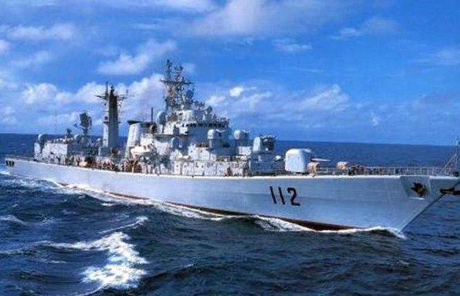 Tàu khu trục Cáp Nhĩ Tân số hiệu 112 Type 052, Hạm đội Bắc Hải, hải quân Trung Quốc là tàu khu trục săn ngầm chuyên nghiệp. Ảnh: Sohu.
