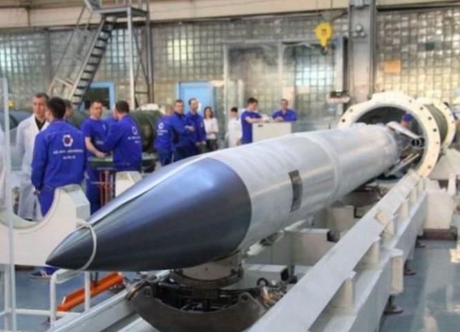 Tên lửa phòng không 40N6 thuộc hệ thống tên lửa phòng không S-400 Nga. Ảnh: Cankao.