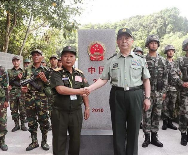 Trung Quốc giao lưu biên phòng với Lào. Ảnh: Sohu.