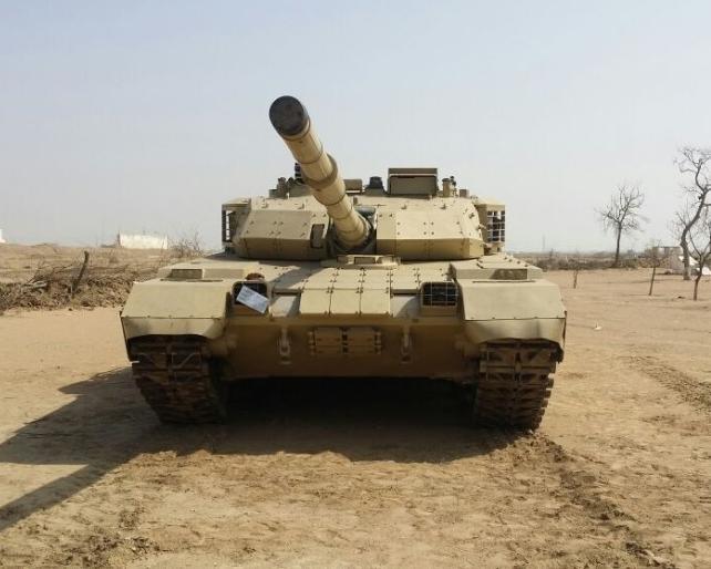 Xe tăng chiến đấu VT-4 do Trung Quốc sản xuất. Ảnh: Sina.