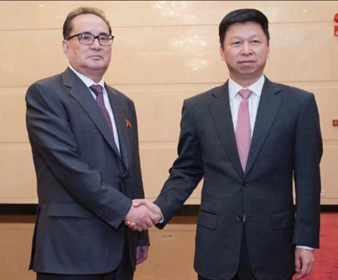 Từ ngày 17 - 21/11/2017, ông Tống Đào, Trưởng Ban Liên lạc Đối ngoại Trung ương Đảng Cộng sản Trung Quốc đến Triều Tiên. Ảnh: Dwnews.