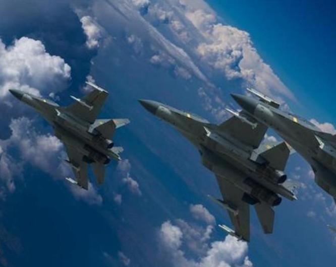 Máy bay chiến đấu J-16 không quân Trung Quốc tiến hành huấn luyện bay. Ảnh: Chinanews.
