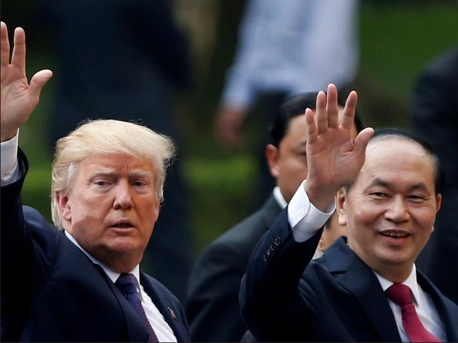 Tổng thống Mỹ Donald Trump và Chủ tịch nước Trần Đại Quang tại Hà Nội ngày 12/11/2017. Ảnh: Reuters/Dwnews.