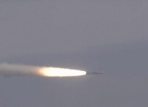 Ngày 22/11/2017, máy bay chiến đấu Su-30 Ấn Độ phóng thử thành công tên lửa hành trình siêu âm BrahMos. Ảnh: Guancha.