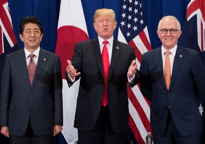 Thủ tướng Nhật Bản Shinzo Abe, Tổng thống Mỹ Donald Trump và Thủ tướng Australia Malcolm Turnbull. Ảnh: Getty Image.