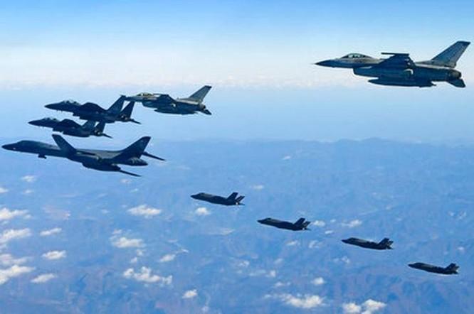 Từ ngày 4 đến ngày 8/12/2017, Mỹ và Hàn Quốc tiến hành cuộc tập trận chung có quy mô lớn nhất từ trước đến nay. Ảnh: AP.