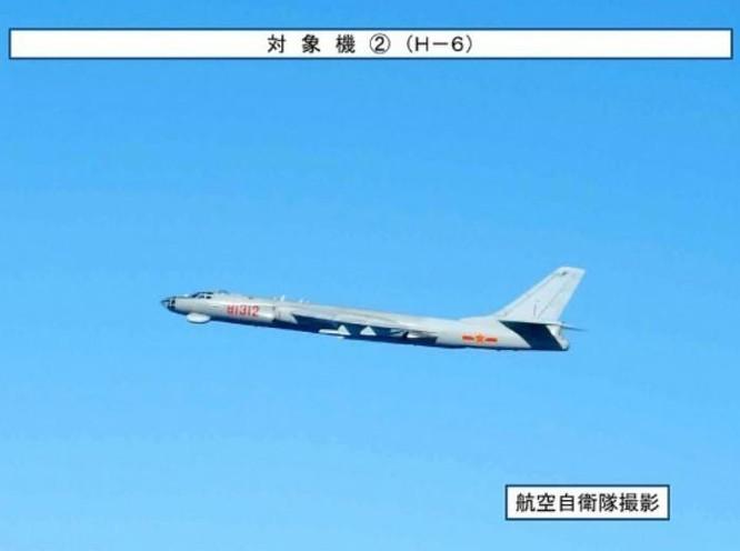 Ngày 7/12/2017, máy bay ném bom H-6K bay áp sát Vùng nhận dạng phòng không Đài Loan. Ảnh: Sina.