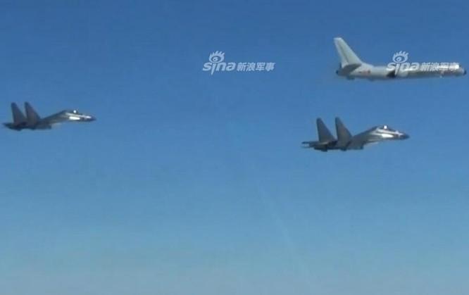Các máy bay ném bom H-6, máy bay chiến đấu không quân Trung Quốc gần đây liên tiếp bay quanh Đài Loan. Ảnh: Sina.