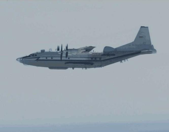 Máy bay tác chiến điện tử của không quân Trung Quốc. Ảnh: Sina.