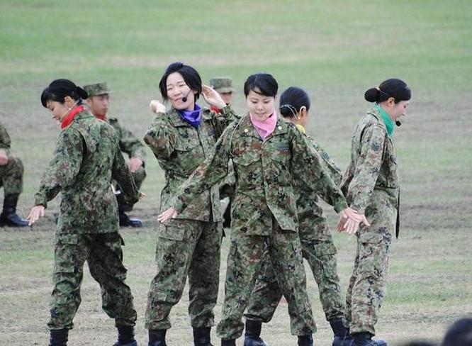 Nữ binh sĩ Lực lượng Phòng vệ Nhật Bản. Ảnh: Sina.