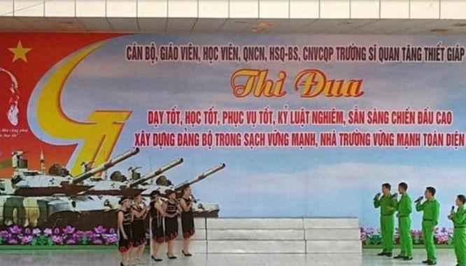 Sina đăng hình ảnh này và cho rằng Việt Nam đã bắt đầu tuyên truyền về xe tăng T-90 mua của Nga.