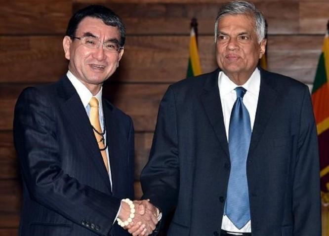 Ngày 5/1/2018, Ngoại trưởng Nhật Bản Taro Kono có cuộc hội kiến với Thủ tướng Sri Lanka Ranil Wickremesinghe. Ảnh: ColomboPage