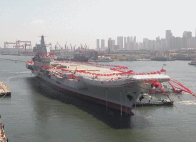 Ngày 26/4/2017, Trung Quốc hạ thủy tàu sân bay tự chế đầu tiên Type 001A. Ảnh: Sina.