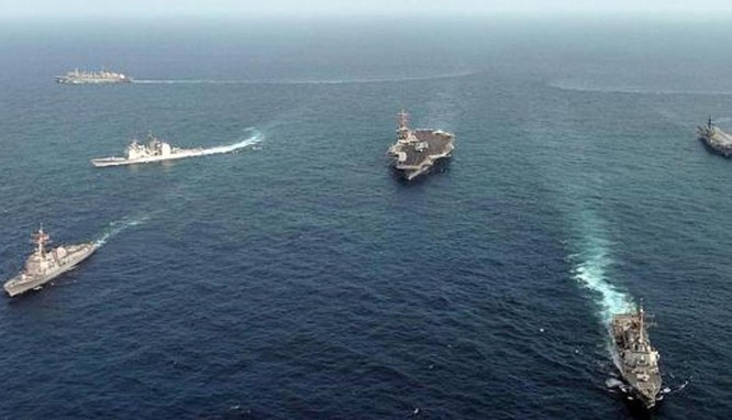Tàu chiến hải quân của Mỹ và Ấn Độ trong một cuộc tập trận chung Malabar. Ảnh: Hindustan Times.