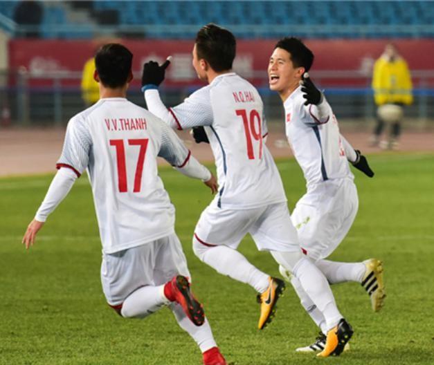 U23 Việt Nam ăn mừng chiến thắng. Ảnh: Xinmin.