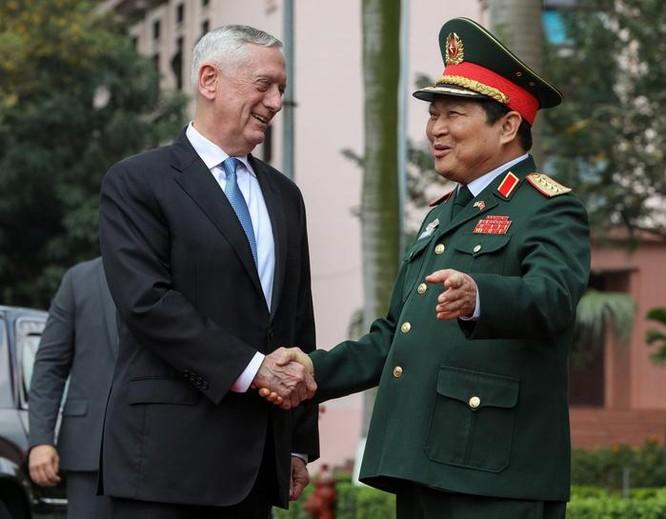 Bộ trưởng Quốc phòng Đại tướng Ngô Xuân Lịch tiếp đón Bộ trưởng Quốc phòng Mỹ James Mattis (trái) thăm Việt Nam trong các ngày 24 - 25/1/2018.