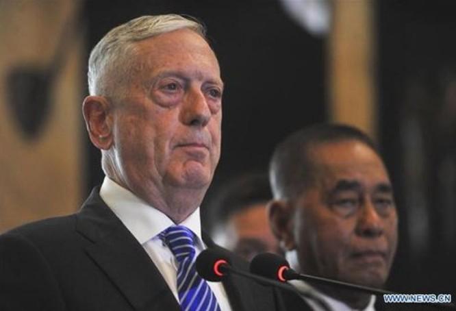 Tháng 1/2018, Bộ trưởng Quốc phòng Mỹ công bố chiến lược quốc phòng mới, sau đó đến thăm Indonesia (trong ảnh) và thăm Việt Nam. Ảnh: Tân Hoa xã.