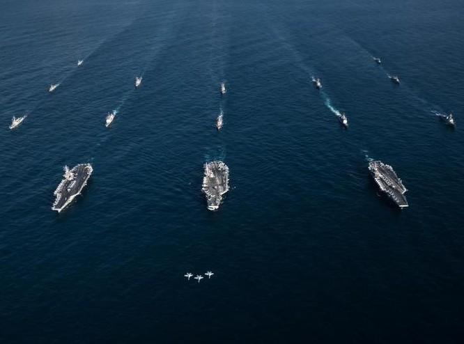 Ba cụm tấn công tàu sân bay Mỹ gồm USS Ronald Reagan, USS Theodore Roosevelt và USS Nimitz ở khu vực Tây Thái Bình Dương ngày 12/11/2017. Ảnh: Newsweek.