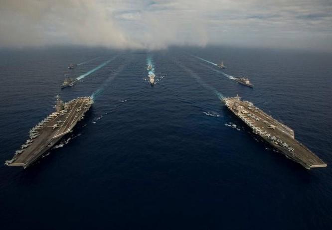 Cụm tấn công hai tàu sân bay USS John C. Stennis và USS Ronald Reagan của hải quân Mỹ trên vùng biển Philippines. Ảnh: The Japan Times.