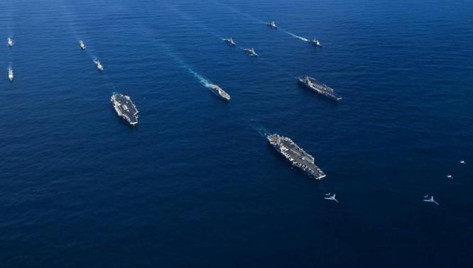 Ba cụm tấn công tàu sân bay hải quân Mỹ gồm USS Ronald Reagan, USS Theodore Roosevelt và USS Nimitz cùng với tàu chiến Lực lượng Phòng vệ Biển Nhật Bản ở Tây Thái Bình Dương. Ảnh: Business Insider.