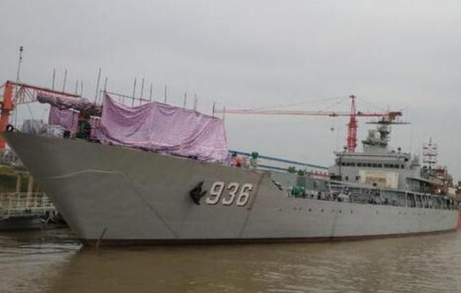 Hình ảnh này được cho là tàu đổ bộ Hải Dương Trung Quốc lắp pháo điện từ. Ảnh: Ifeng.