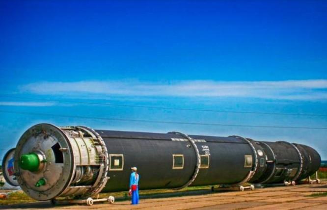Tên lửa hành không siêu thanh Kinzhal Nga.
