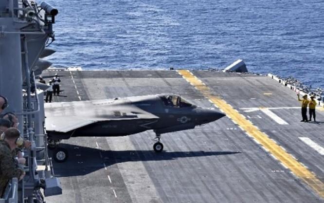 Máy bay chiến đấu tàng hình F-35B tập cất cánh trên tàu tấn công đổ bộ lớp Wasp của thủy quân lục chiến Mỹ. Ảnh: Sina.