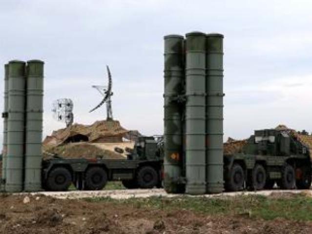 Hệ thống tên lửa phòng không tiên tiến S-400 Nga. Ảnh: The Economic Times