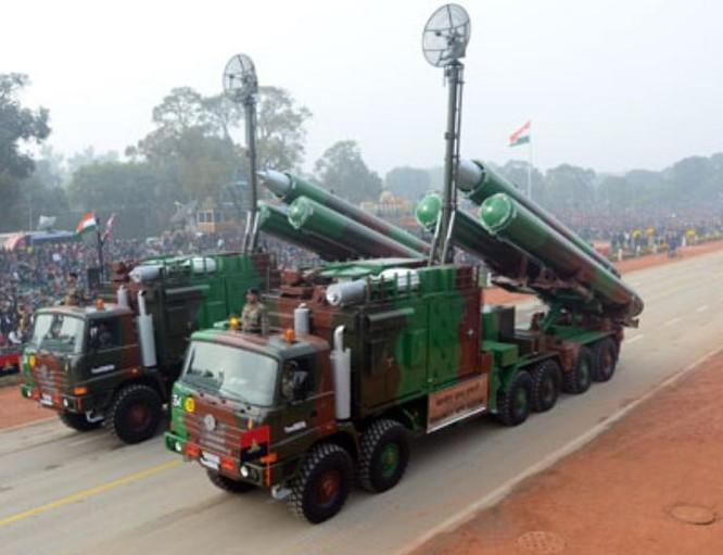 Tên lửa hành trình siêu âm BrahMos do Ấn Độ và Nga hợp tác sản xuất. Ảnh: Cankao.
