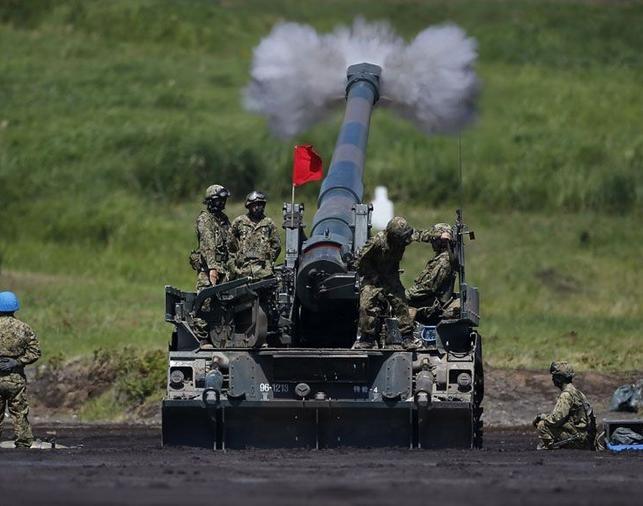 Lực lượng Phòng vệ Mặt đất Nhật Bản tiến hành diễn tập bắn đạn thật thường niên. Ảnh: Cankao.