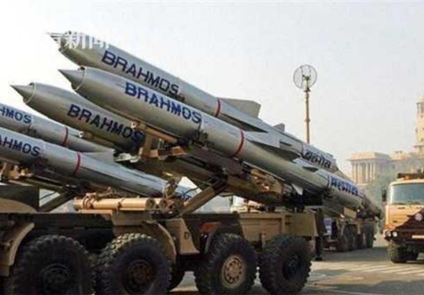 Tên lửa hành trình siêu âm BrahMos Ấn Độ. Ảnh: Sina.
