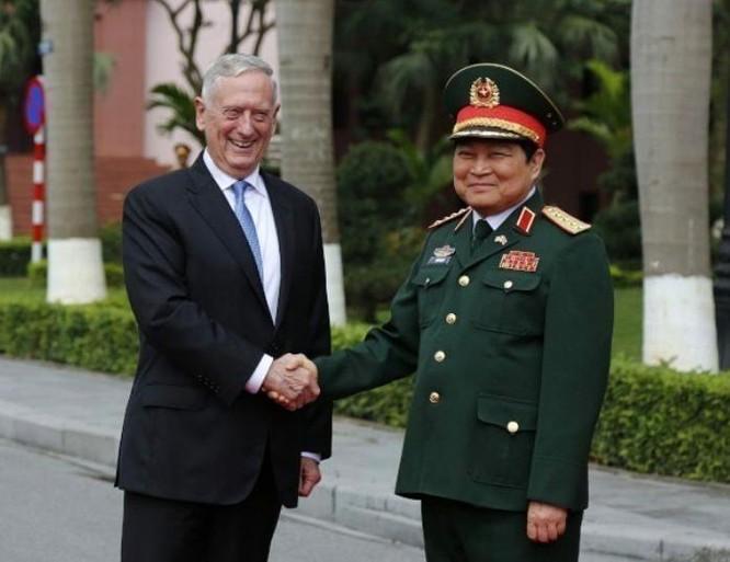 Bộ trưởng Quốc phòng Mỹ James Mattis và Bộ trưởng Quốc phòng Ngô Xuân Lịch tại Hà Nội ngày 25/1/2018. Ảnh: UDN.