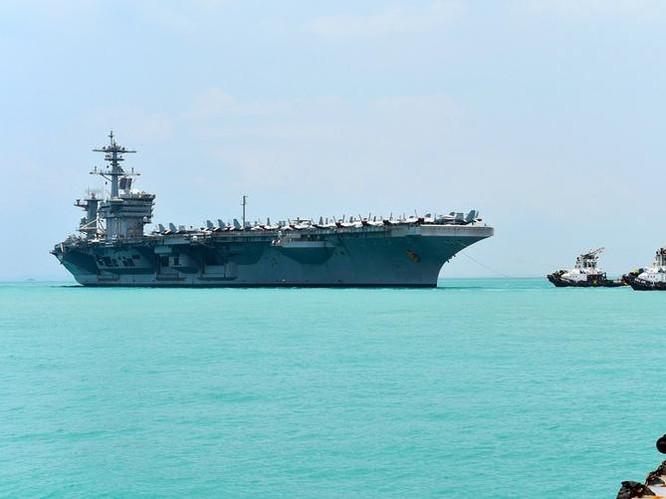 Tàu sân bay USS Theodore Roosevelt hải quân Mỹ tại căn cứ hải quân Changi, Singapore. Ảnh: U.S. Navy.